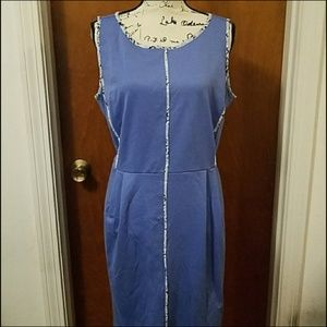 Blue fitted dress with pockets
